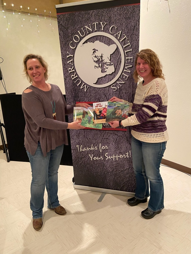 Murray County Cattlemen's donate agriculture books to MCC Elementary Library